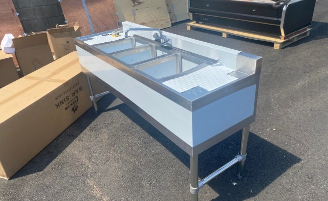 60 inches 3 Compartment Bar Sink with Faucet BS3T101410-13LR