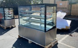 60 Square Refrigerated refrigerator Bakery Display Case NSF RT5F